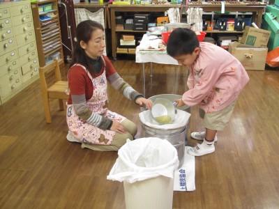 スープを濾すIMG_5614
